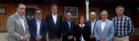 Directores de ASIQUIM visitan Liceo de Maipú y entregan importante donación de APLA